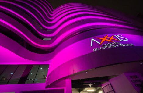 axxis-hospital-de-especialidades-se-ilumino-por-el-dia-mundial-del-cancer-de-mama